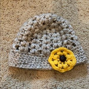 Accessories - Beanie with yellow flower